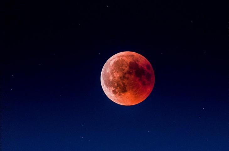 Deskripsi Gerhana Bulan.  (Buka kemasan / Martin Adams)