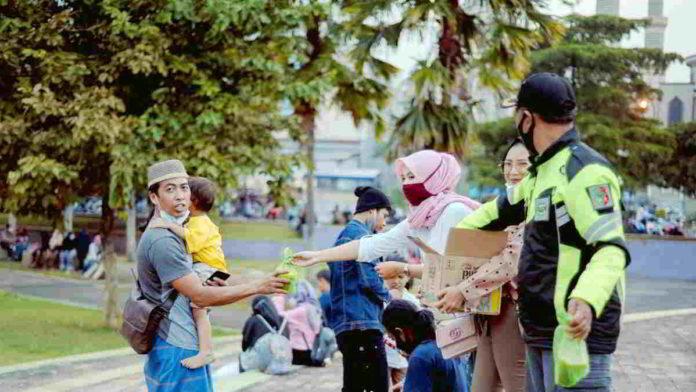 KMADS Siamis Uttara untuk 350 Takjil di Daman Suravisa