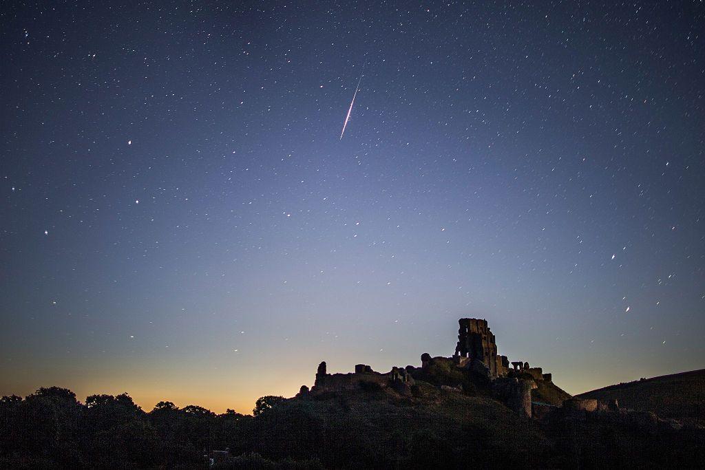 Dalam beberapa bulan terakhir Bumi telah dibom oleh partikel asteroid dari luar angkasa.  Setidaknya ada fenomena alam yang indah seperti hujan meteor Lights dan Eta Aquarius.  Badan Astronomi dan Antariksa Nasional (LAPAN) telah membagikan kalender astronomi untuk bulan Mei ini.  Salah satunya adalah kejadian alam hujan meteor Etta Aquarius yang terjadi tadi malam dan beberapa hari ke depan.